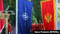 Знамиња на Црна Гора и НАТО.