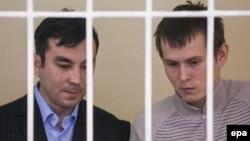 Євген Єрофеєв (л) і Олександр Александров у суді в Києві, 29 вересня 2015 року