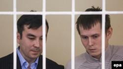 Предполагаемые российские военнослужащие Александр Александров (справа) и Евгений Ерофеев в зале суда. Киев, 29 сентября 2015 года.