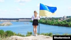 Вигляд із острова Хортиця на греблю Дніпровської ГЕС
