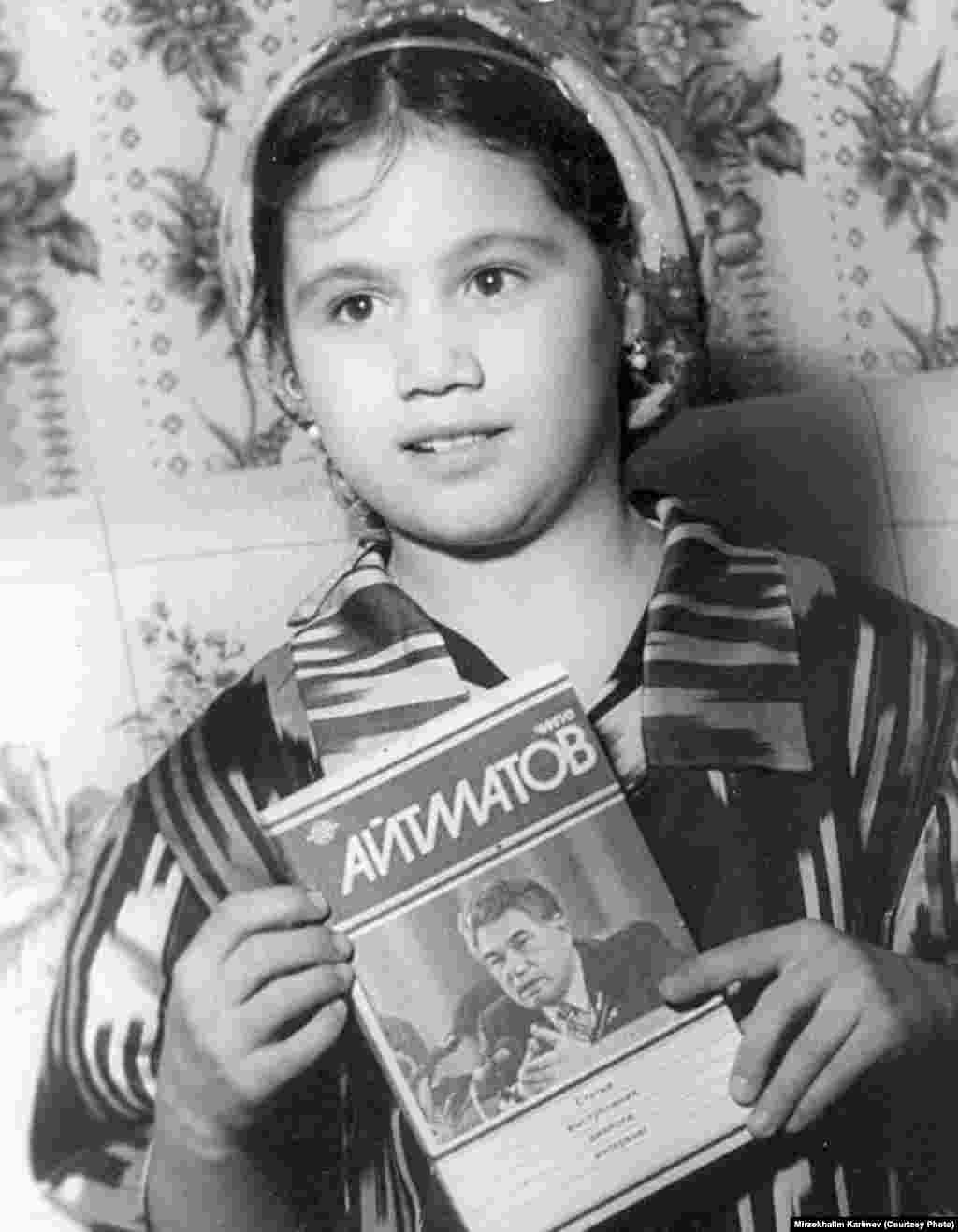 Тажик элинин таланттуу жазуучусу, раматылык Фазлиддин Мухаммадиевдин кызы Жамийла. Сүрөттү кыргыз-тажик жазуучусу Мирзохалим Каримов салып жиберген.