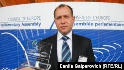 Игорь Каляпин во время вручения премии ПАСЕ