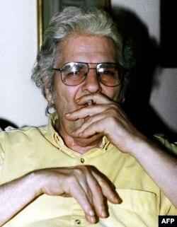 Uticajni pjesnik Ahmad Šamlu, koji je pisao o državnoj represiji, već godinama nije uvršten u iranske udžbenike.