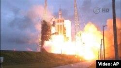 """Мыс Канаверал, штат Флорида. Запуск космического корабля """"Орион"""""""
