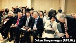 1986 жылғы Желтоқсан оқиғасының маңызын талдауға арналған халықаралық ғылыми-практикалық конференцияға қатысушылар. Астана, 25 қазан 2016 жыл.