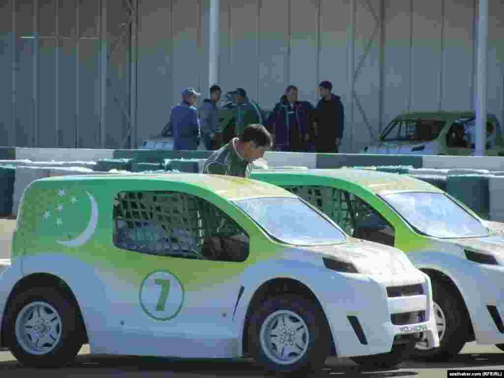 Turkmenistan -- Car race in the capital Ashgabat