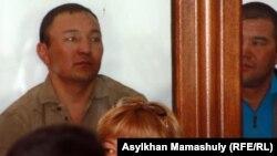 Шетпе оқиғасы бойынша айыпталушылар, сот залы. Ақтау, 17 сәуір 2012 жыл.