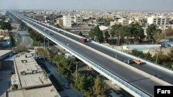 نخستين بزرگراه دو طبقه ايران با نام «امام خمینی»، روز ۲۴ اسفند ماه در اصفهان افتتاح شد.