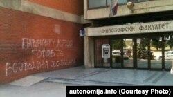Grafit na zidu Filozofskog fakulteta u Novom Sadu, foto: autonomija.info
