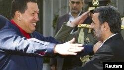 استقبال محمود احمدینژاد از هوگو چاوز در پاییز ۱۳۸۹ در تهران