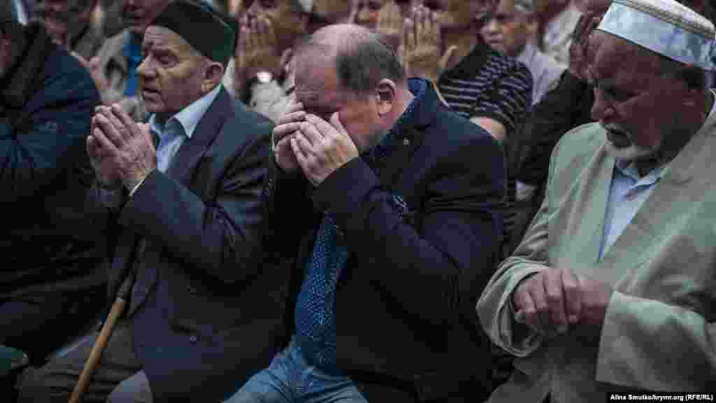 Коллективная молитва (дуа) в доме заместителя председателя Меджлиса Ильми Умерова, 12 мая