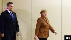 претседателот на Украина Виктор Јанукович и германската канцеларка Ангела Меркел
