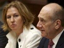سناتور هيلاری کلينتون و رابرت گيتس با اهود اولمرت، و خانم تسيپی ليونی گفت وگو کرده اند
