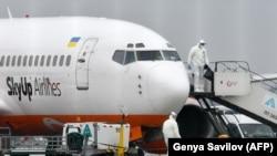 Літак вранці прибув з Китаю