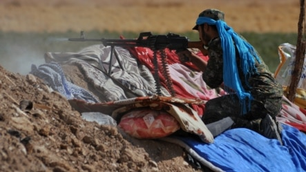 A member of the Kurdish People's Protection Units (YPG) fires toward Islamic State (IS) militants on the southern outskirts of the northeastern Syrian city of Hasakeh last week.