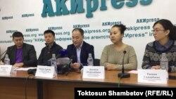 Члены коалиции «За демократию и гражданское общество» на пресс-конференции по итогам выборов. 16 октября 2017 года.