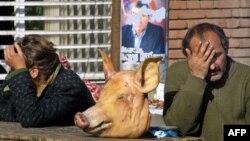 На свинью, зарезанную перед дверьми будущего медресе, жители улицы Лермонтова в Кобулети собирали деньги сообща. Так они опротестовали возможное открытие в городе мусульманского учебного заведения