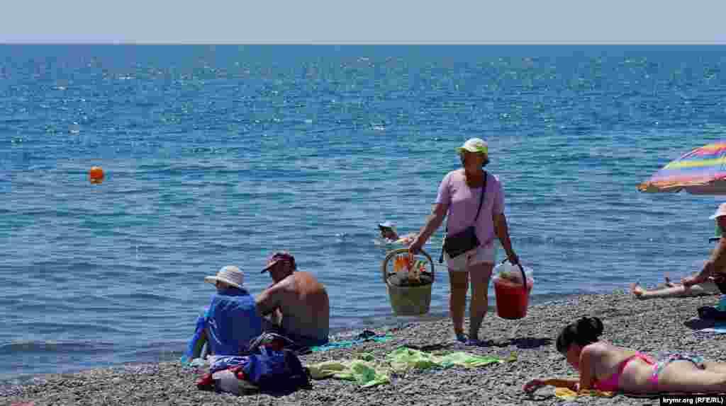 Традиционный пляжный «ходячий общепит»
