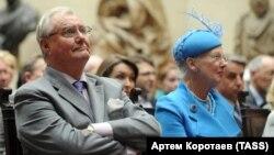 Принц Хенрик и королева Маргрете на открытии выставки датских художников в Москве. 6 сентября 2011 года.