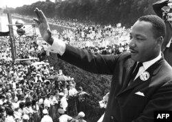 Мартин Лютер Кинг Линкольн мемориалында сөйлеп тұр. Вашингтон, 28 тамыз 2013 жыл.