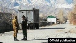 На участке кыргызско-таджикской границы в Баткенской области Кыргызстана. 15 марта 2019 года.