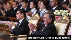 Президенты Узбекистана и Туркменистана Шавкат Мирзияев и Гурбангулы Бердымухамедов. Хорезм, апрель 2018 года.