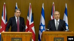 Премьер-министр Израиля Беньямин Нетаньяху и министр иностранных дел Великобритании Филипп Хэммонд в кнессете. 24.07.2014