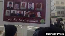 اعتراض سال پیش در آمریکا به صدور حکم اعدام برای گروهی از شهروندان عرب ایرانی که هاشم شعبانی (عکس دومی از چپ) و هادی راشدی (سومی از چپ) در میان آنها هستند