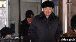 На кадре из видео — Ерлан Билал, директор Казахского государственного академического театра драмы имени Мухтара Ауэзова, обвиняемый по делу о предполагаемом вымогательстве взятки. Алматы, 31 января 2018 года.