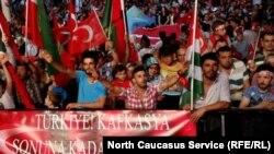 Черкесы на митинге в поддержку Реджепа Эрдогана, архивное фото