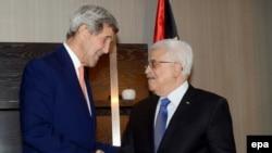 Președintele Autorității Palestiniene, Mahmoud Abbas, la o întîlnire cu secretarul de stat american John Kerry la New York în september 2014