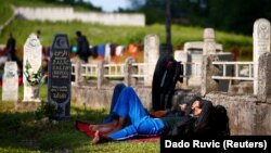Migrants sleep at a cemetery close to Velika Kladusa, a town in Bosnia close to the border with Croatia. (file photo)
