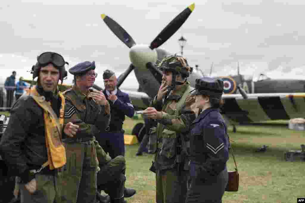 """Каждый год городок Литэм на северо-западе Англии принимает сотни актеров и обычных зрителей на """"Военный фестиваль 1940-х"""""""