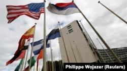 До кінця 2018 року прапор США ще буде біля штаб-квартири ЮНЕСКО в Парижі, фото 12 жовтня 2017 року