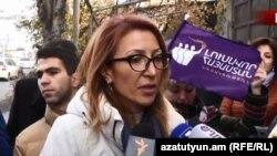 Кандидат в депутаты от партии «Просвещенная Армения» Мане Тандилян во время предвыборной кампании, Ереван, 27 ноября 2018 г.