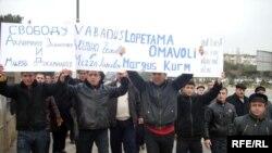 Zəngilan rayonundan olan bir qrup məcburi köçkünün etiraz aksiyası. 12 yanvar 2008