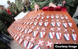 """Членам так называемой самообороны Крыма в апреле вручили медали """"За оборону Крыма"""" - видимо, за успешную борьбу с инакомыслием"""