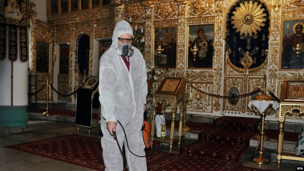 Дезинфекция православной церкви в болгарском городе Хасково. 14 марта