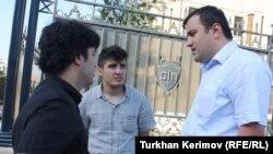Azerbaijan -- A blogger Mehman Huseynov with lawyer Elchin Sadikov and Emin Huseynov, Baku, 13Jun2012