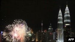 Столица Малайзии Куала-Лумпур ночью.