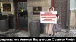 Одиночный пикет обманутой дольщицы из Новосибирска (архивное фото)