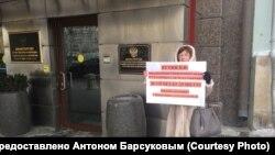 Одиночный пикет новосибирских обманутых дольщиков в Москве