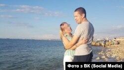 Заретушоване фото сина Андрея Бабіша з подругою, яке фігурувало в ЗМІ