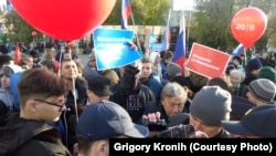 Участники акции в поддержку оппозиционера Алексея Навального в Новосибирске. 7 октября 2017 года.