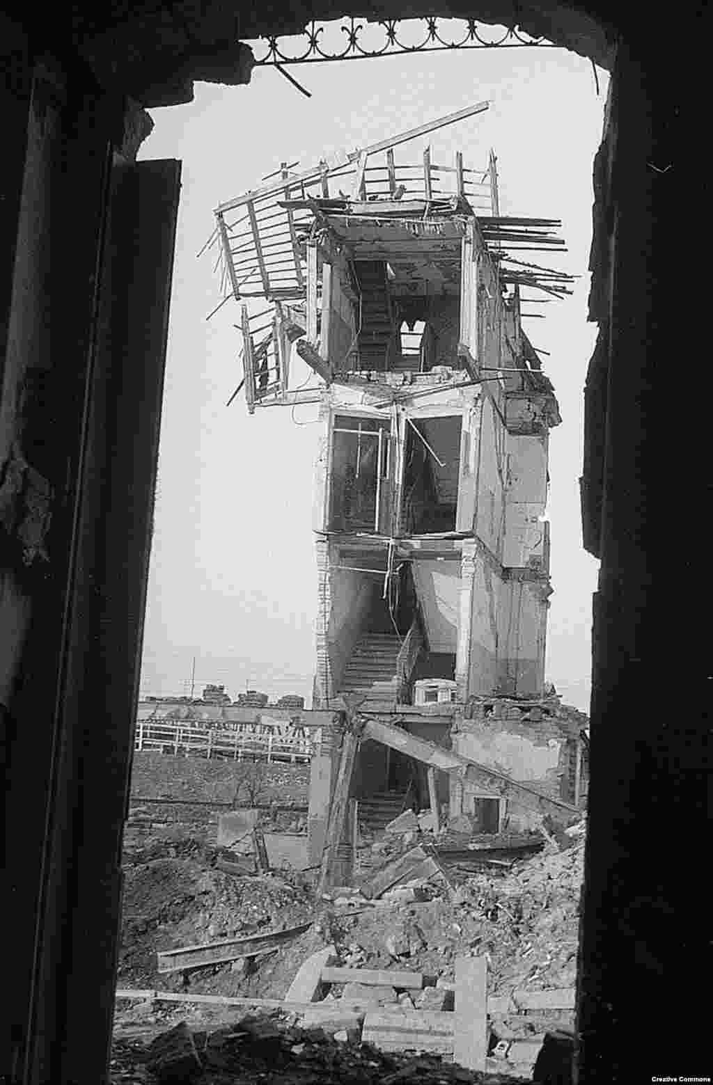 """Новините в САЩ тогава съобщават, че бомбардировките """"помагат на съветските сили, които са на 115 километра""""."""