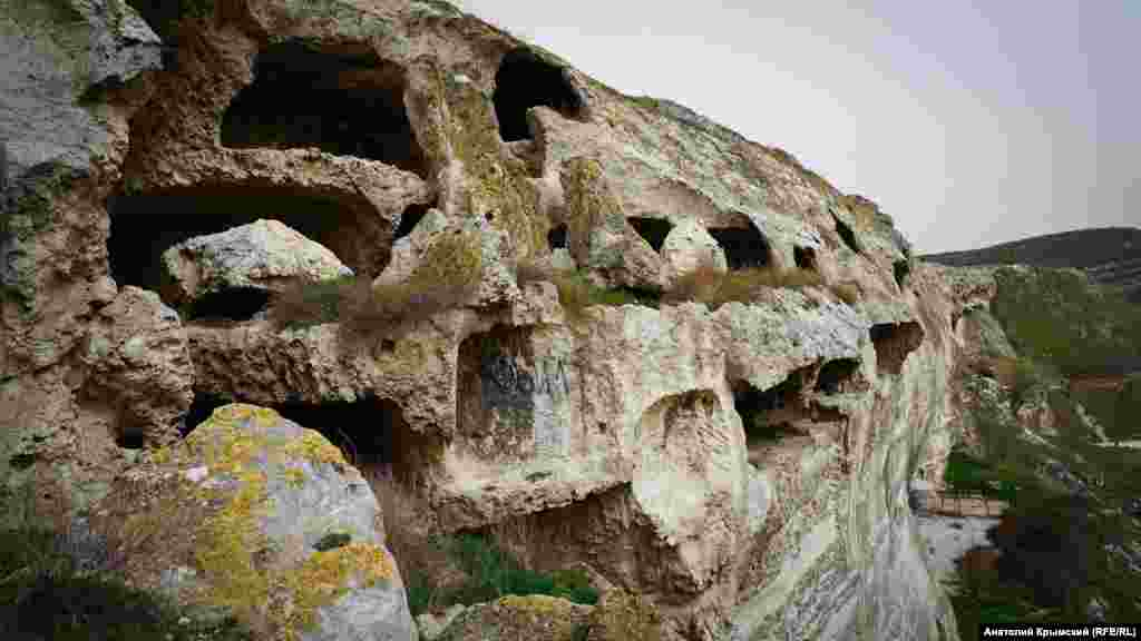 Печерний комплекс на південному схилі Монастирської скелі