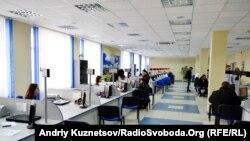 В центрі адміністративних послуг у Луганську