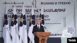 Ерменскиот претседател Серж Саркисјан држи говор на комеморацијата за жртвите