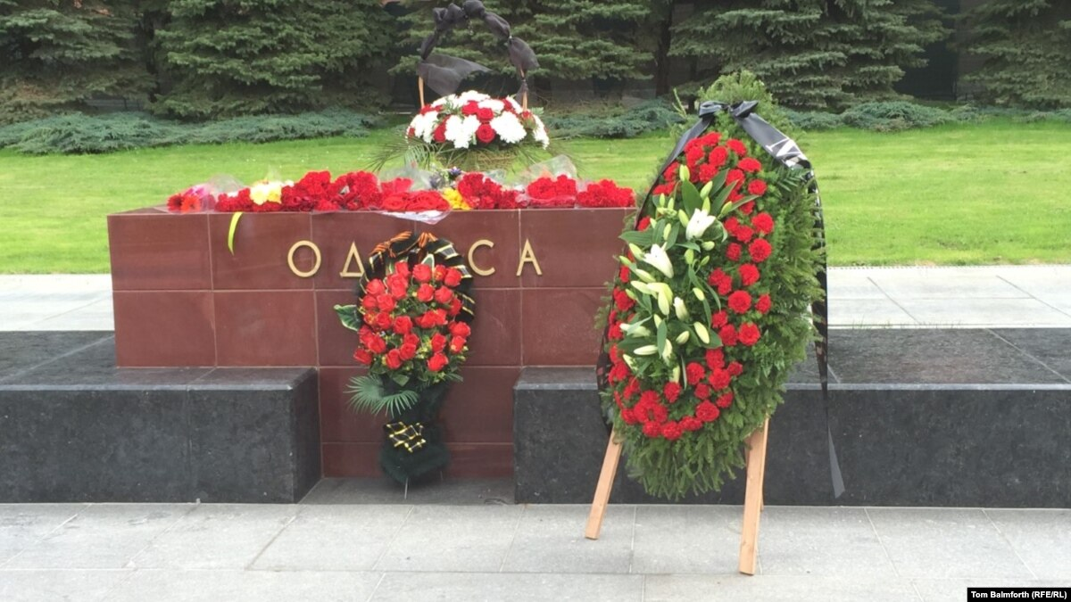 Flower Politics In Moscow No Wreath For Hero City Kyiv Ahead Of