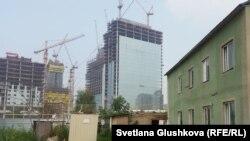 Астанада салынып жатқан тұрғын үй кешендерінің бірі (Көрнекі сурет).